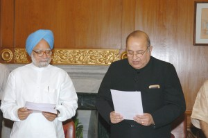 The Prime Minister, Dr. Manmohan Singh administering oath of office and secrecy to member Secretary, Planning Commission, Shri R. R. Shah in New Delhi on May 11, 2005.